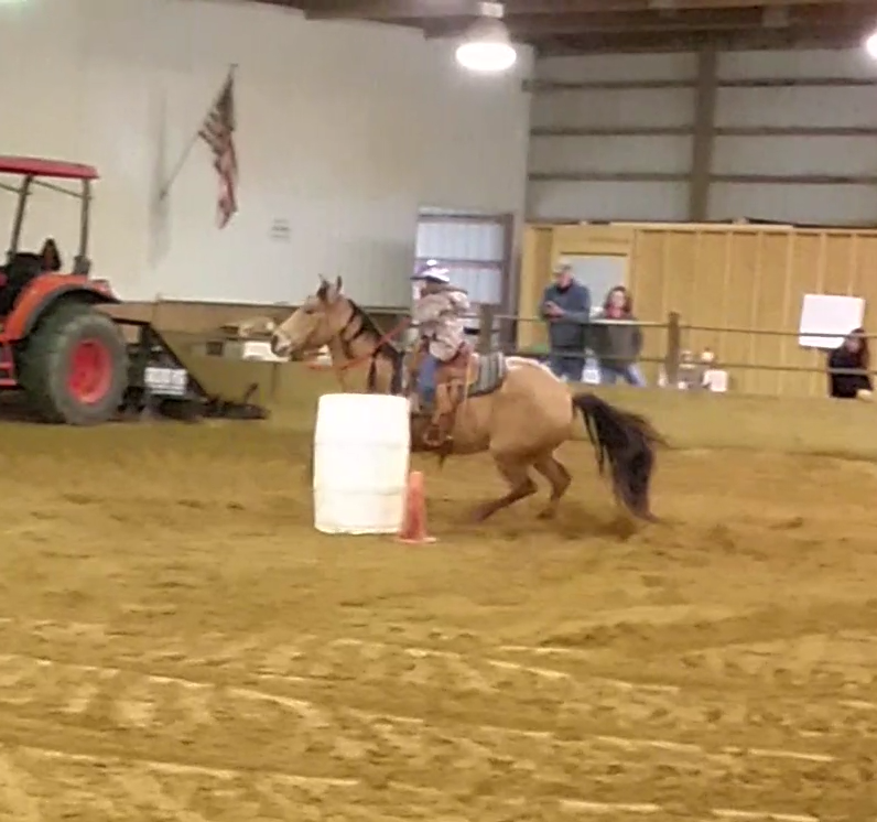 Kenna Belle running barrels